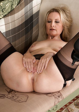 Naked Mature Woman Pictures