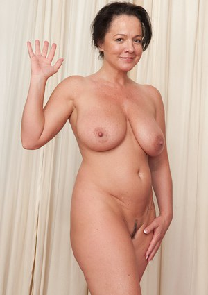brown-sexy-naked-milf-women-atractive-women